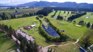 Toma aérea Campo de Golf Briceño 18